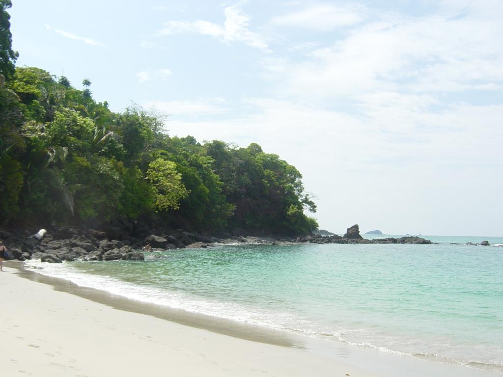manuel antonio national park hours